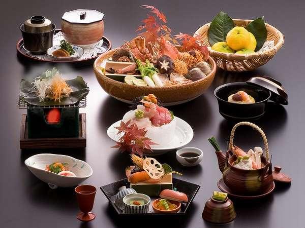 [夕食]地元の食材を厳選した懐石料理の一例