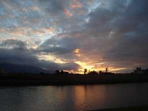 筑後川越しに見える夕日