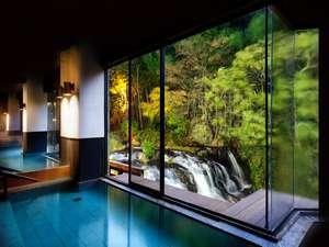 庄助の宿 瀧の湯:会津の名所「伏見ヶ滝」を望む大浴場のイメージ♪