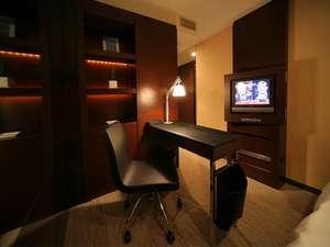 新宿ワシントンホテル新館のスーペリアシングルは書斎風