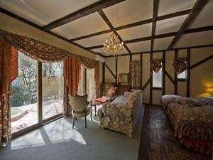 ペットと泊れる 全室露天風呂付 英国調ホテル 別邸 石の家:アンティーク5号室tw。