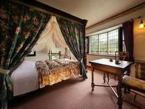 英国調アンティークホテル かえで庵 全室露天風呂付き客室